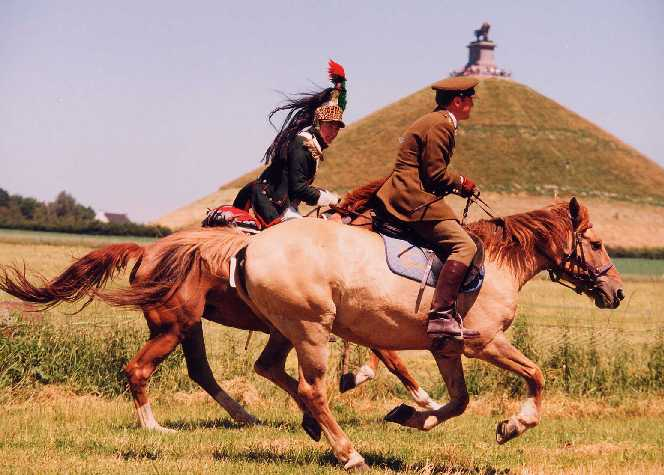 French dragoon (1804) & British officer (2000)   Photo ©:  David Atlan